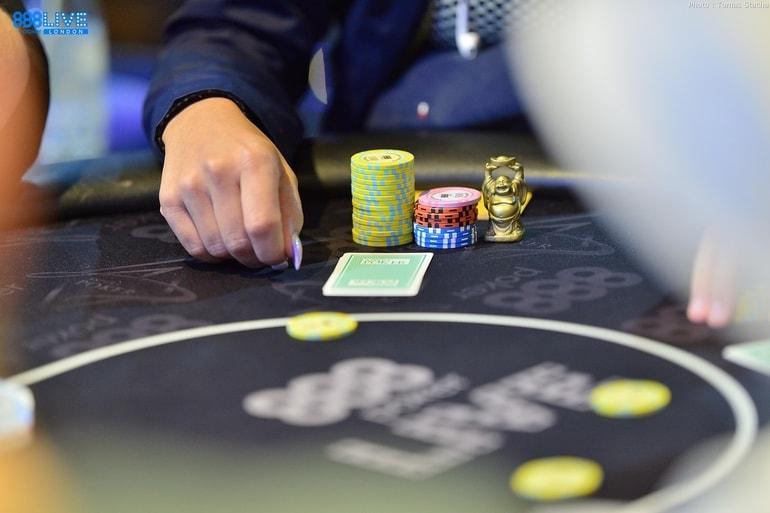 Покер в мире 2017 смотреть онлайн играть в карты коврик паук косынка и др игры бесплатно